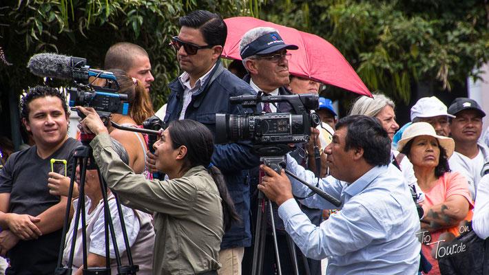 Quito - Wachwechsel am Palacio - und die Presse immer dabei ;-)
