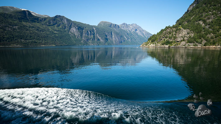 Fahrt über den Geiranger-Fjord