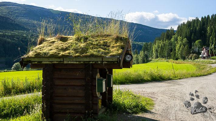 Laksforsen - Hütte für Briefkästen und Mülltonnen
