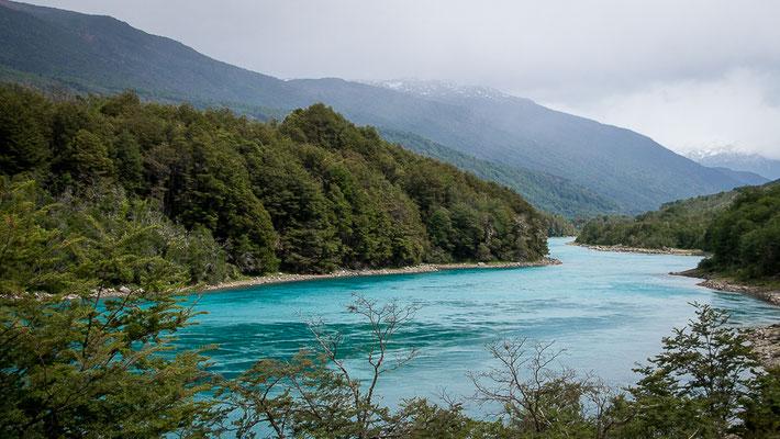 Rio Baker - mit extrem türkisfarbenem Wasser