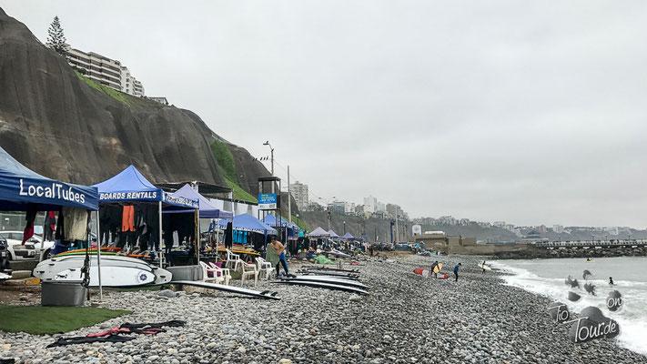 Lima - am Strand bei den Wellenreitern