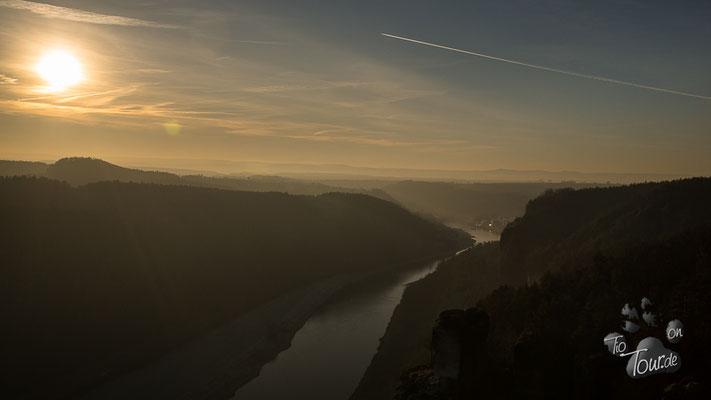 Basteifelsen - Sonnenuntergang über der Elbe