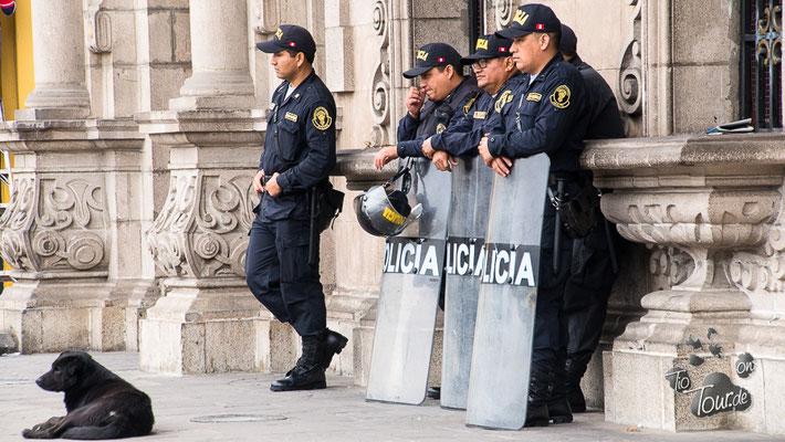 Cambio de Guardia - Wachwechsel am Präsidentenpalast - Lima
