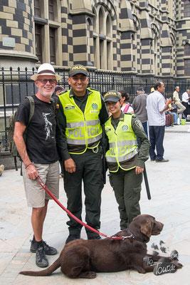 Medellin - freundliche Policía