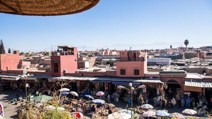 Marrakech von der Dachterrasse des Café des épices