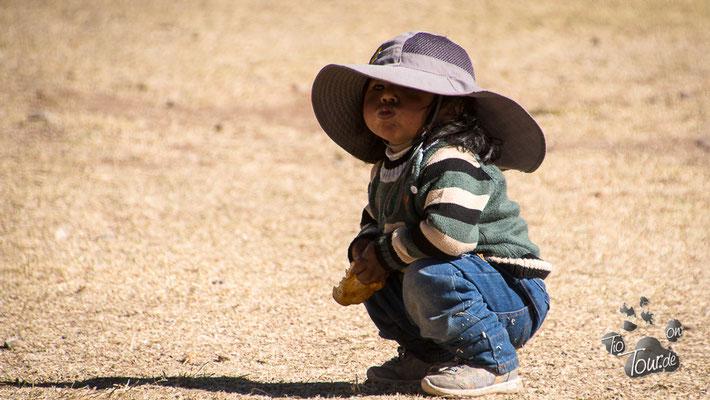 Nationalfeiertag in Peru - in Ballella ist alles auf den Beinen - auch die Kleinen