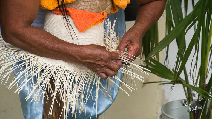 Die Herstellung eines Hutes in erfahrenen Händen
