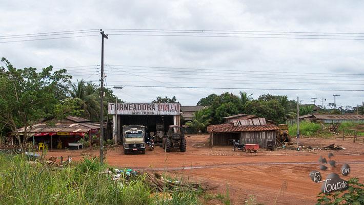 Richtung Rio Branco - Werkstatt am Straßenrand