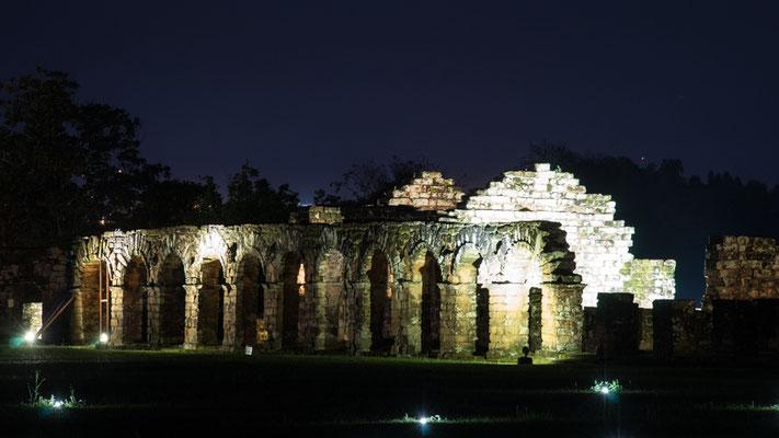 Ruinas Jesuíticas de la Santísimo bei Nacht