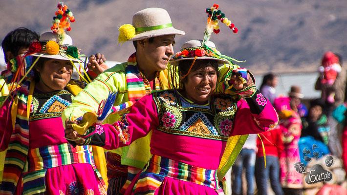 Nationalfeiertag in Peru - in Ballelle ist alles auf den Beinen