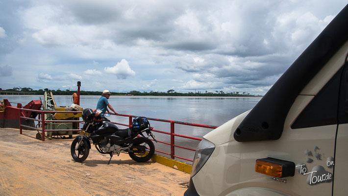 Mit der Fähre über den Rio Madeira