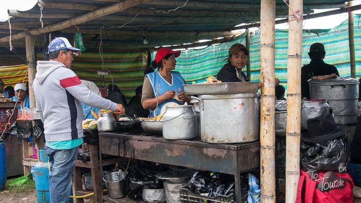 Viehmarkt in Otavalo - Essen und Trinken hält Leib und Seele zusammen