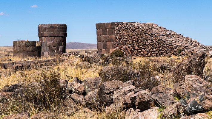 Sillustani - Grabturm mit Rampe zum Steineschleppen