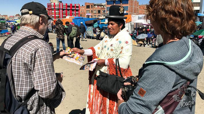 La Paz - El Mercado in El Alto - Werbung für Cholita-Wresteling ;-)