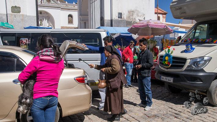 Fahrzeugweihe in Copacabana - erst der kirchliche Segen...