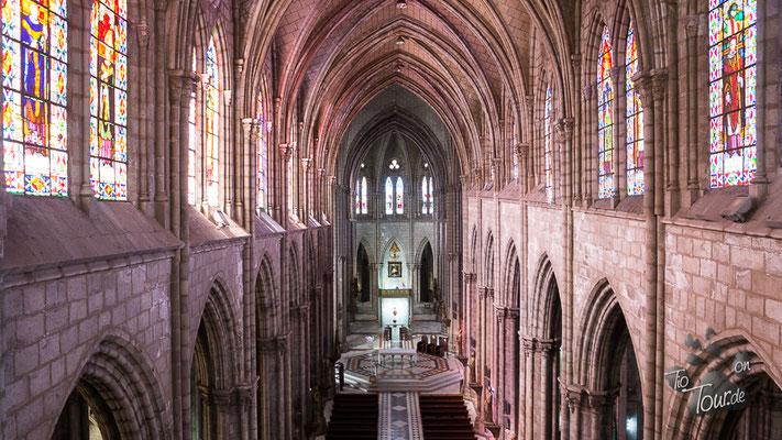 Quito - Basilica del Sagrada Voto Nacion