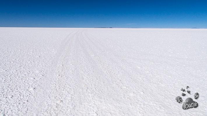 Salar de Uyuni - und immer schön rechts fahren