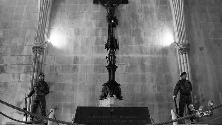 Mosteira da Santa Maria da Vitoria - Ehrengarde für die gefallenen Soldaten