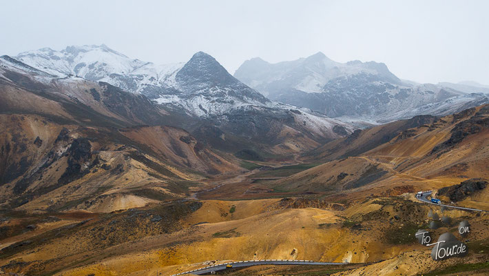 schneeüberstäubte Gipfel