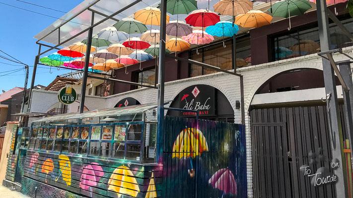 Cuenca - Regenschirm-Kunst