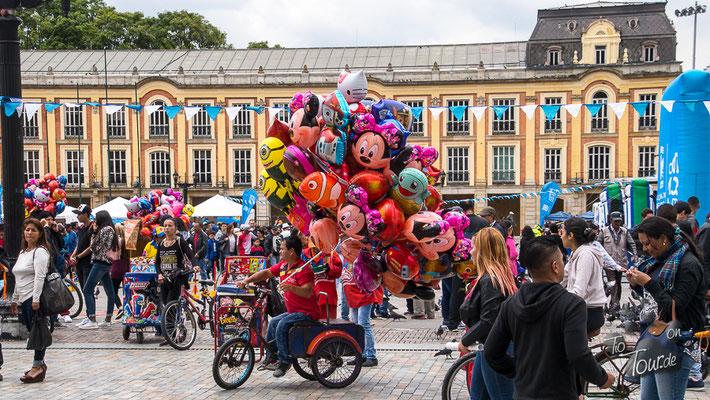 Bogotá - Luftballons für die Kleinen ?