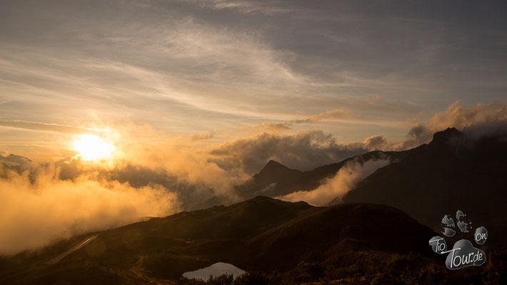 Auf dem Weg nach Cusco - Sonnenuntergangsstimmung auf 4055m