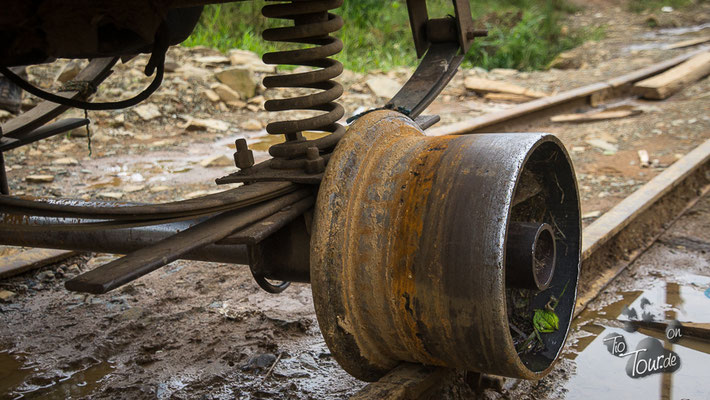 Auf der LKW-Felge über die alten Gleise