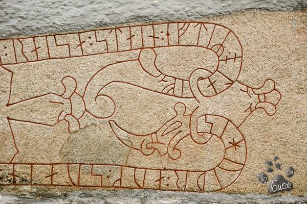 Runenstein am Dom von Strängnäs