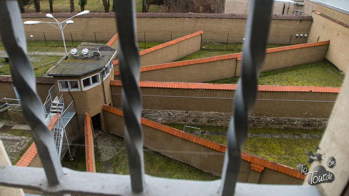 Bautzen - Gedenkstätte - Auslauf immer nur für einen Gefangenen