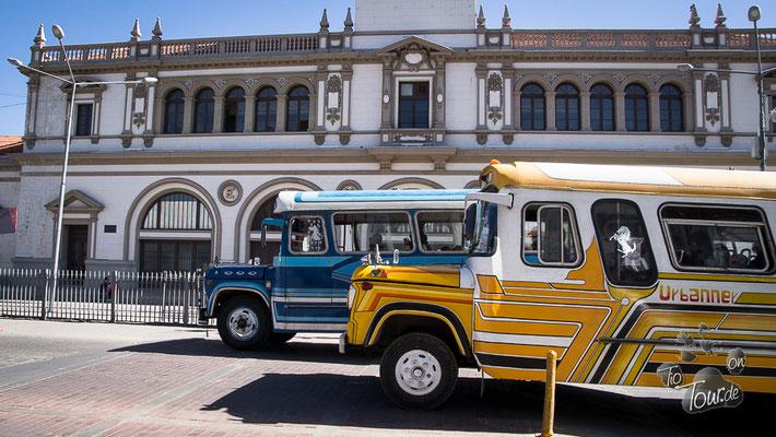 La Paz - die Schnauferl-Busse, meistens Dodge