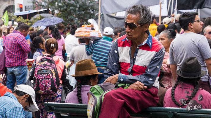 Quito - Plaza Grande - die skurrilsten Gestalten hängen hier rum ;-)