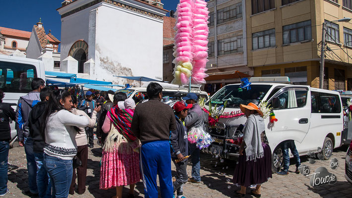 Fahrzeugweihe in Copacabana - ein Volksfest