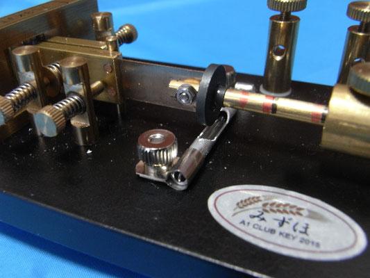 スイッチ位置はセンターが磁石の真ん中にくるように固定 (厳密にセッティングすると大変)