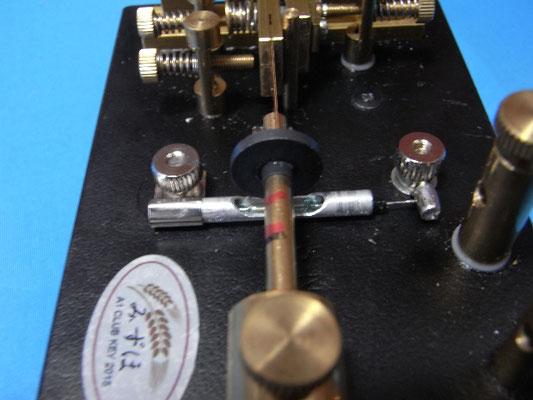 短点の調整は槓杆の振幅調整ネジ