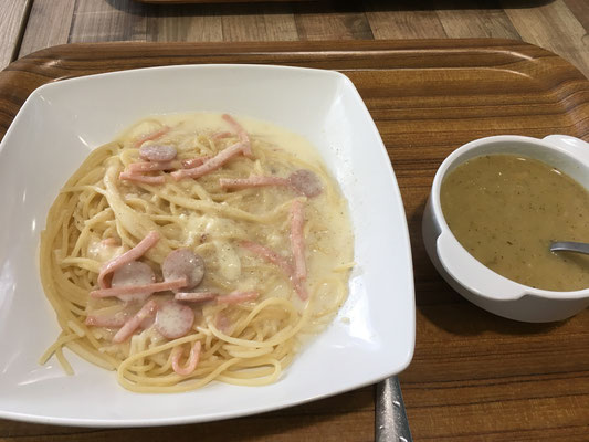 spaghetti carbonara and broccoli soup (4SGD)