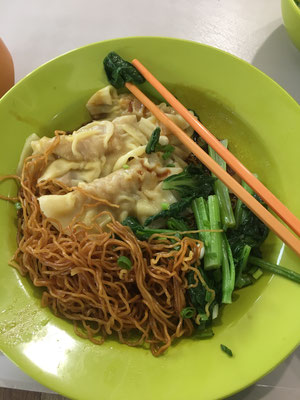 Chinese noodles with dumplings (2 SGD)