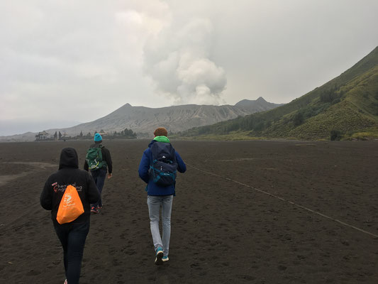 Arushi, Olli and Riccardo on the way to Mount Bromo