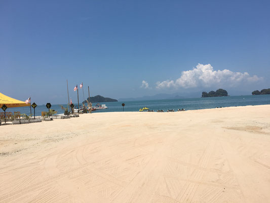 the beach where we rided a jet ski (Tanjung Rhu Beach)