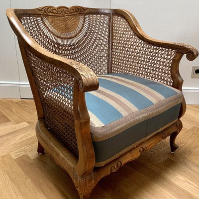 Vintage-Sessel mit Wiener Geflecht - neu gepolstert für einen frischen Look