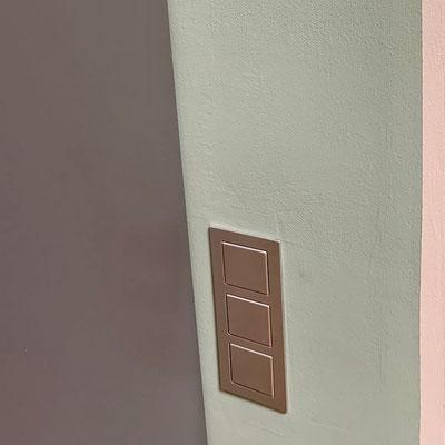 Abstimmung von Möbeln, Wandfarbe, Lichtschalter und Co.