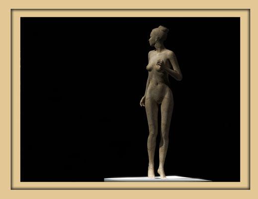 Digitale Holzskulptur auf der Aachener Kunstroute 2016 in der Galerie Frutti dell'Arte, Station 16 in der Aula Carolina, Ansicht Rücken gedreht