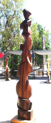 Skulptur Holz Stele3. Künstler Ibrahim Alawad, Aachener Kunstroute 2019