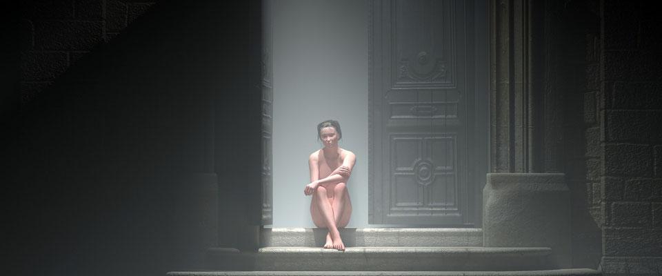 Sitzender weiblicher Akt in vernebeltem, altem Toreingang. Kunst von Marcus Löhrer auf der Aachener Kunstroute 2017 in der Galerie Frutti dell Arte. Auch in der Aula Carolina
