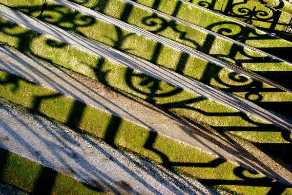 Schattenspiel---Geländer, Fotografie von Eva Maria Henning-Bekka auf der Aachener Kunstroute 2016