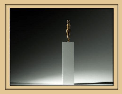 Digitale Holzskulptur auf der Aachener Kunstroute 2016 in der Galerie Frutti dell'Arte, Station 16 in der Aula Carolina, Ansicht total