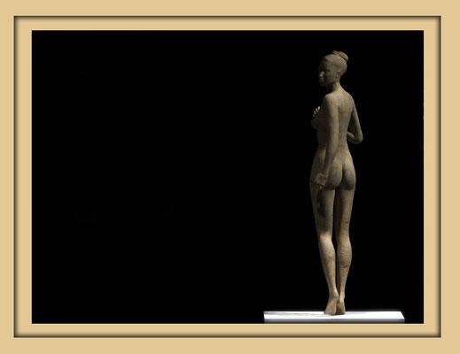 Digitale Holzskulptur auf der Aachener Kunstroute 2016 in der Galerie Frutti dell'Arte, Station 16 in der Aula Carolina, Ansicht Rücken