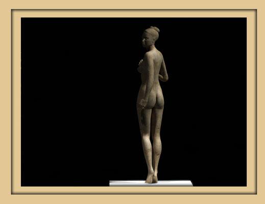 Digitale Holzskulptur auf der Aachener Kunstroute 2016 in der Galerie Frutti dell'Arte, Station 16 in der Aula Carolina, Ansicht Rücken ganze Ansicht