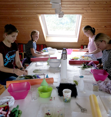 Windlichter-Workshop am 9.9.2017: Konzetriert bei der Arbeit