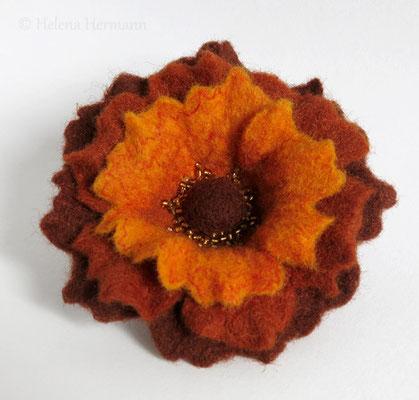 Gefilzte Blumenbrosche