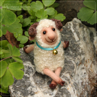 """""""Baráschek"""", ein Schafböckchen, nadelgefilzt für """"Bibabowildmarathon"""", 2021"""